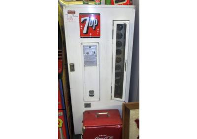 Vintage 7-Up Vending Machine