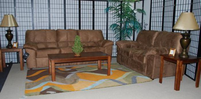 Jeff 39 s furniture warehouse rocky mount nc 5 piece for 5 piece living room table set