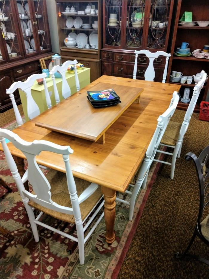 Dining Table & 6 chairs,Pre-Owned Furniture