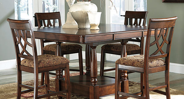Leahlyn Dining Set