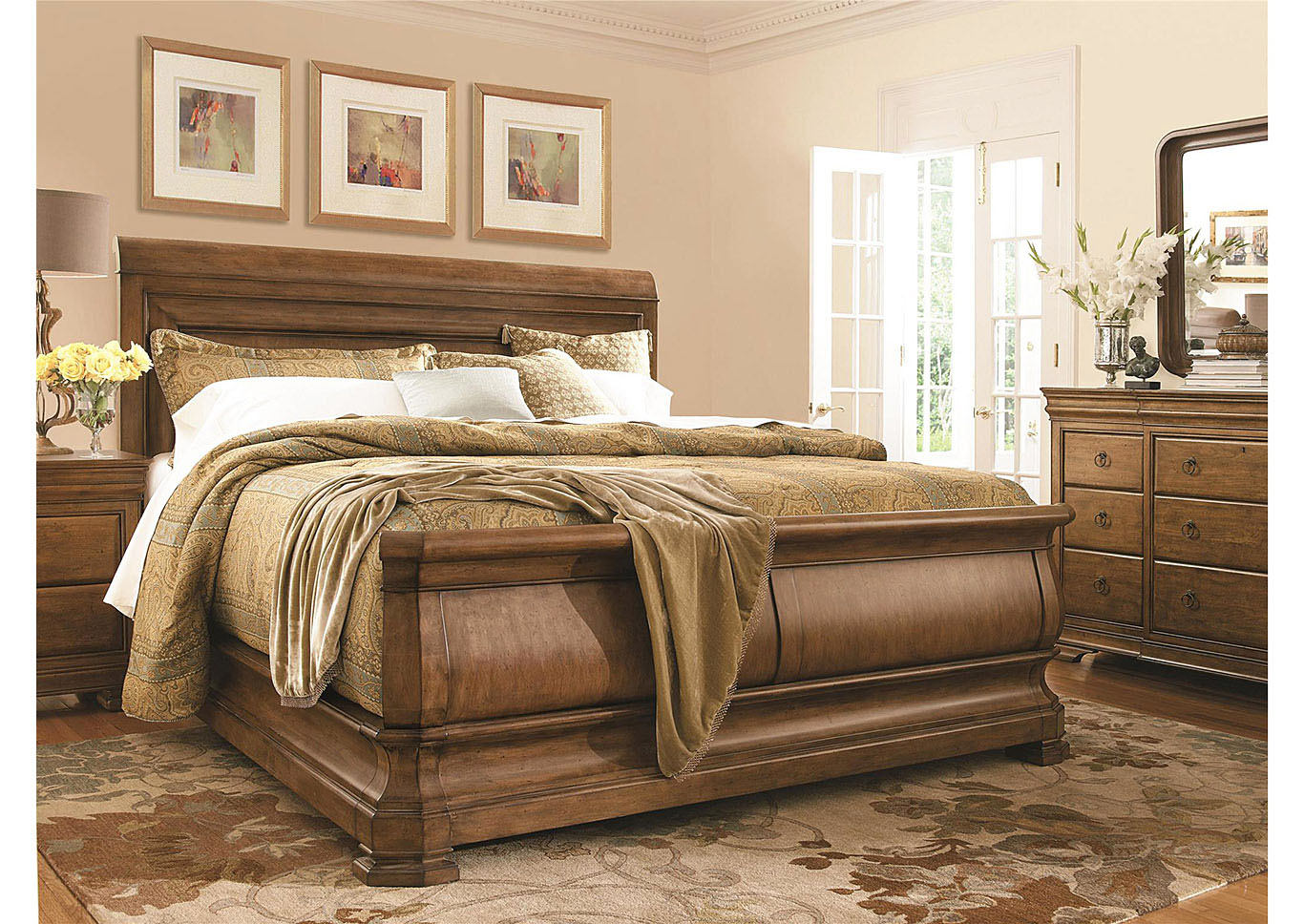 Crawford Queen Bed,Universal