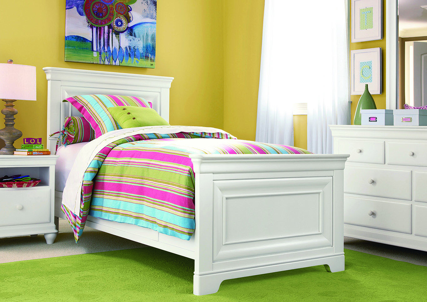 Rylie Twin Bed White,Universal